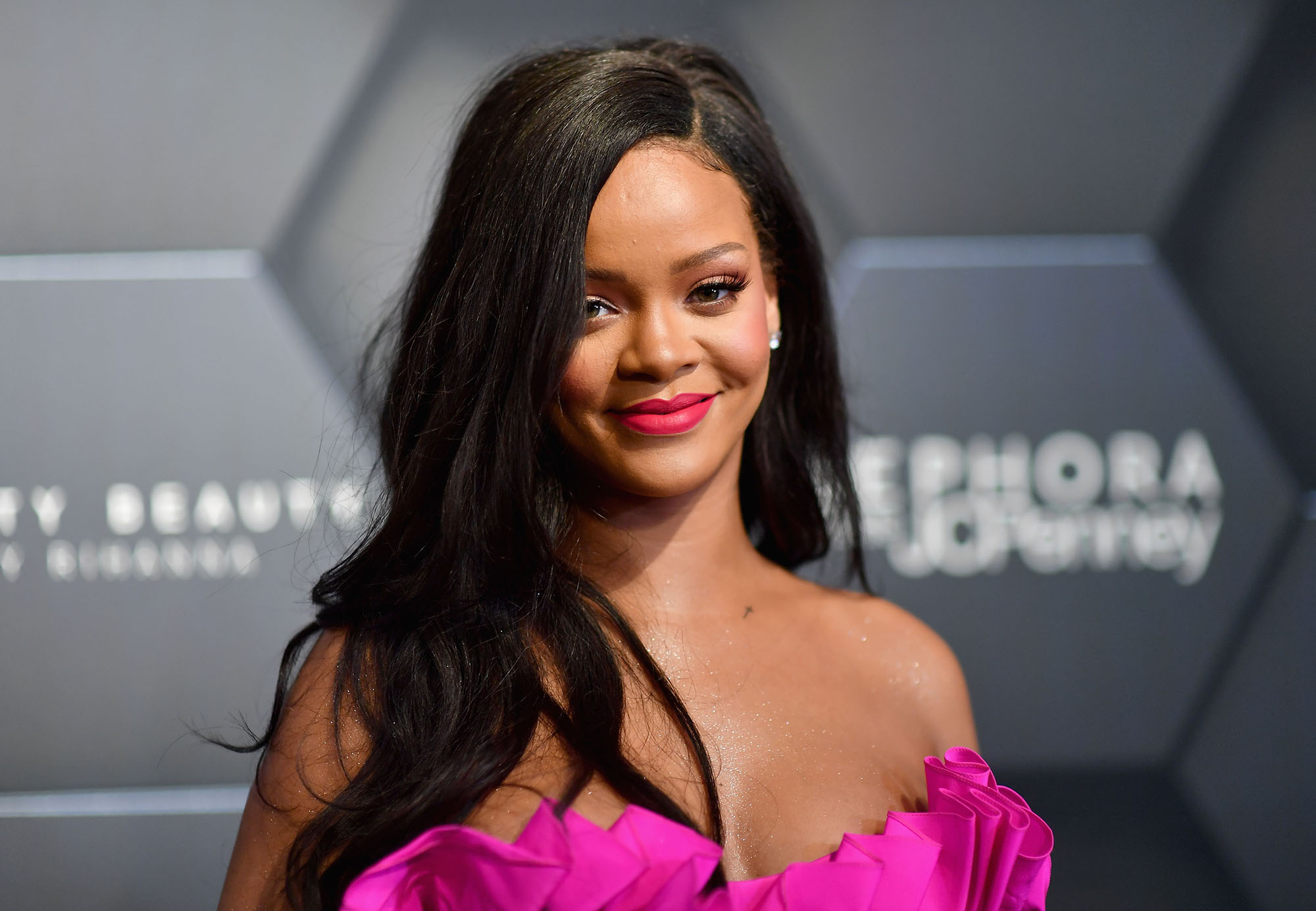 rihanna-makes-fans-excited-by-trademarking-fenty-hair
