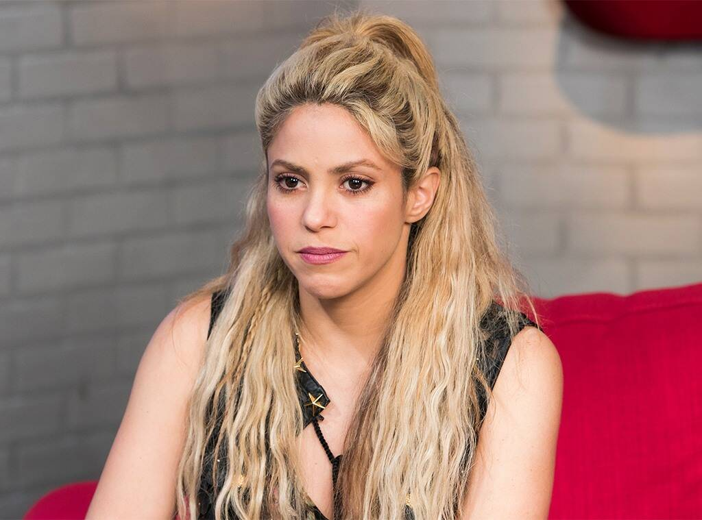 shakira-defended-by-fans-after-sexist-banners-target-her-before-soccer-match