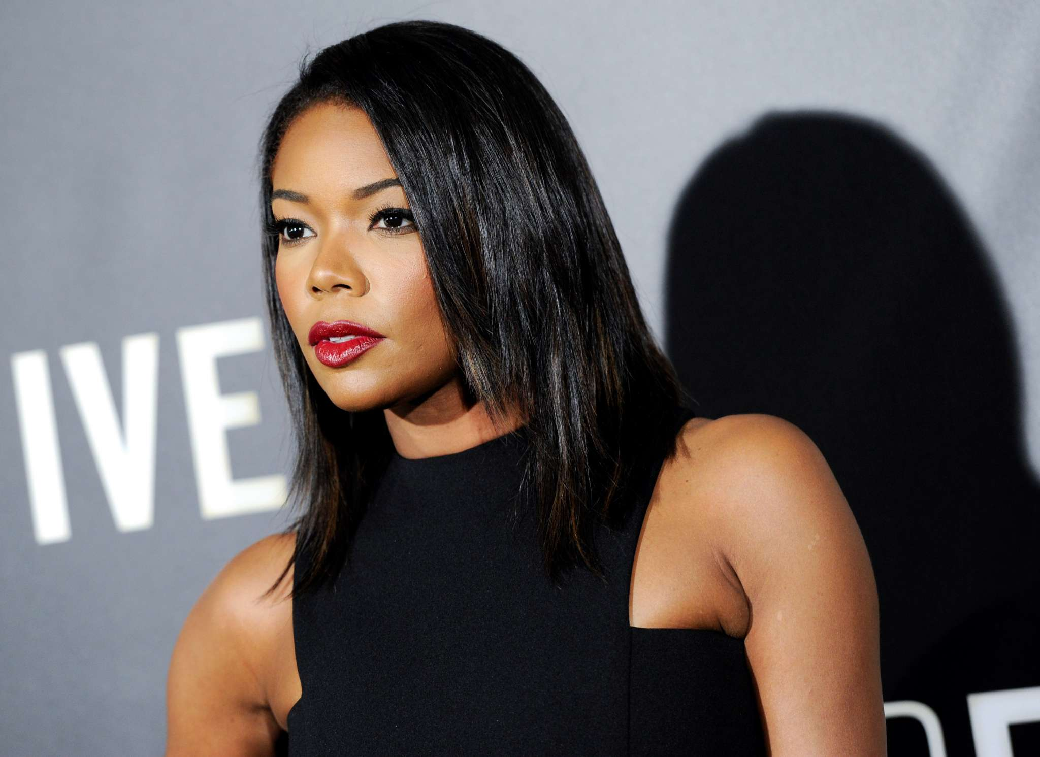 gabrielle-union-helps-her-daughter-kaavia-james-reach-the-stars