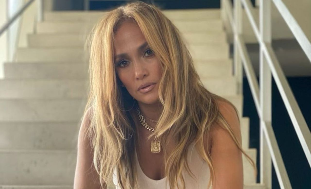 """""""jennifer-lopez-ditches-engagement-ring-from-alex-rodriguez-in-new-photo"""""""