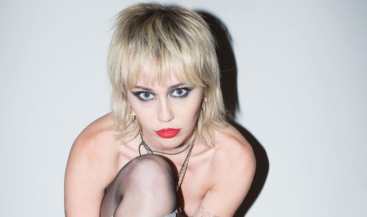 miley-cyrus-drinking-again-as-some-fear-singer-is-headed-for-a-relapse