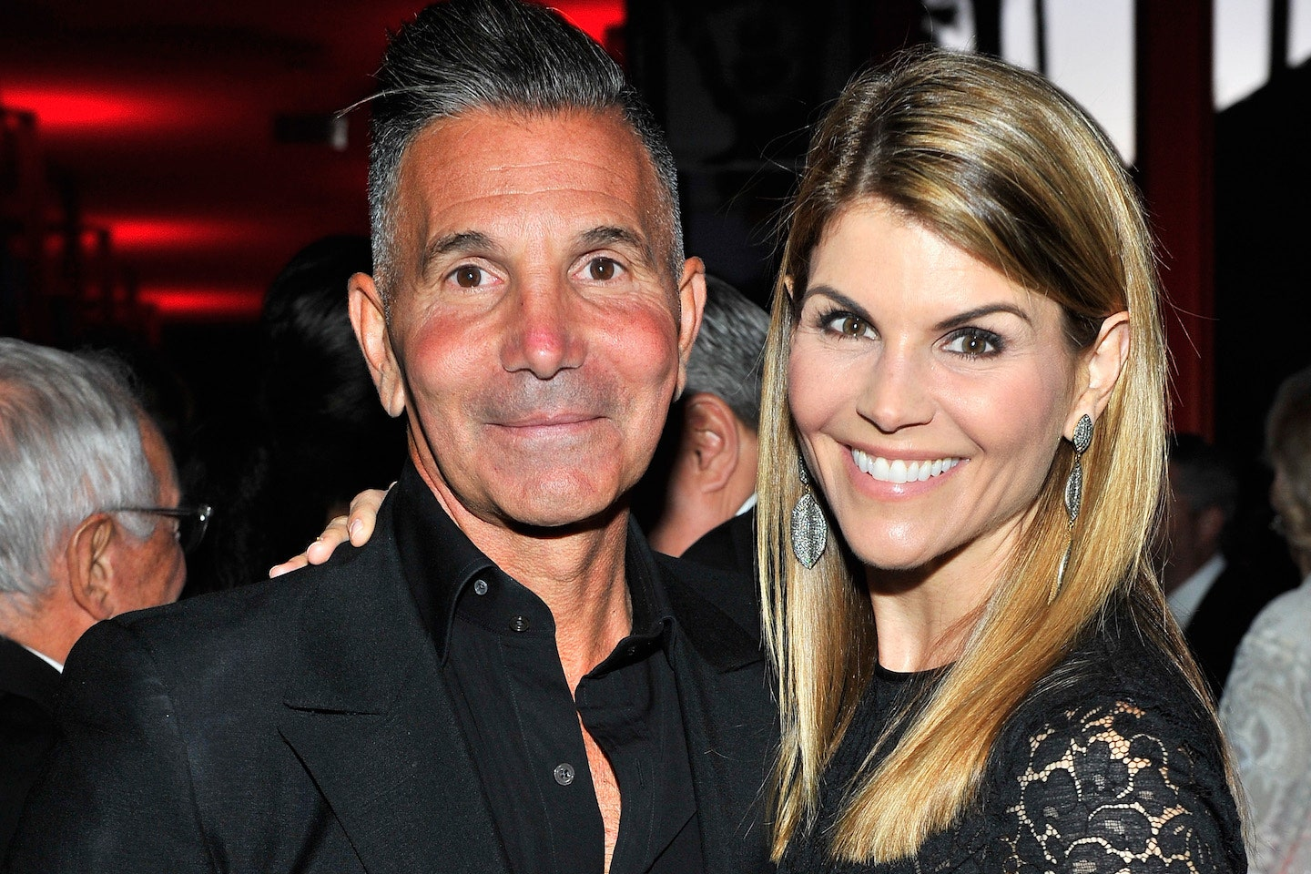 lori-loughlins-husband-no-longer-behind-bars-currently-under-home-confinement