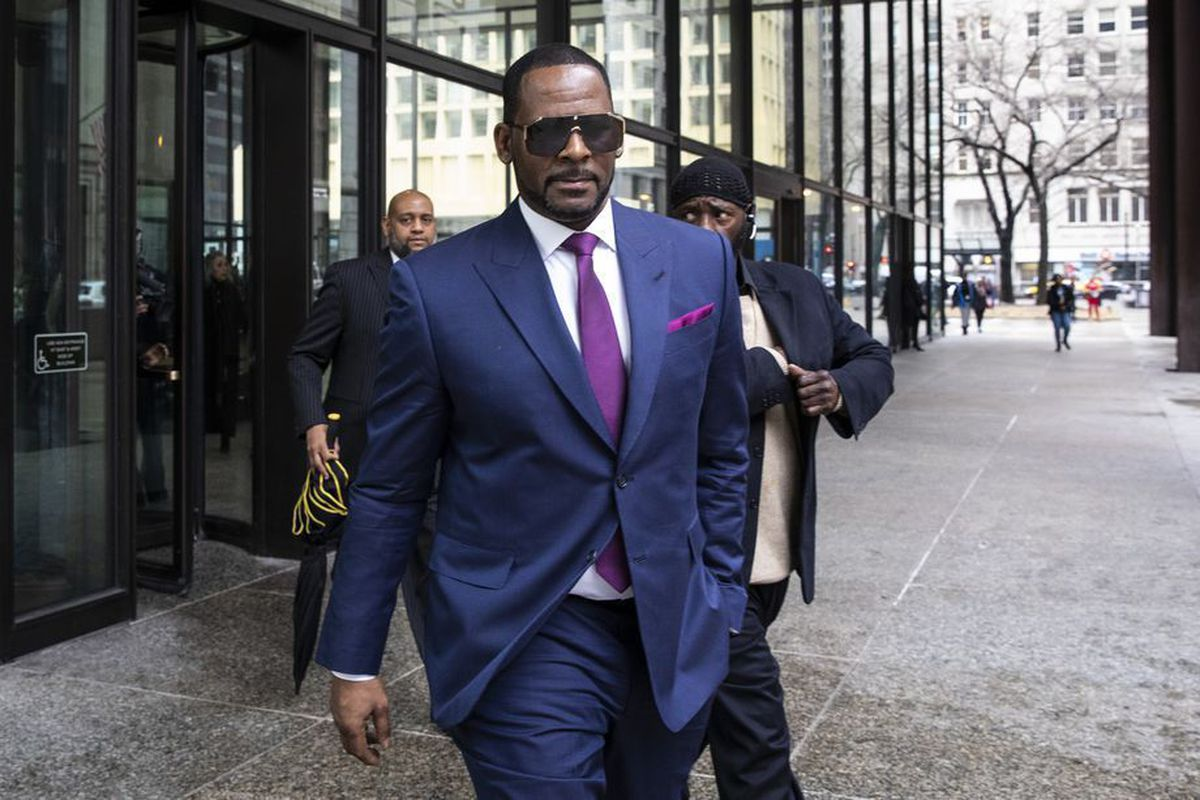 """r-kelly-is-moved-to-nyc-for-sex-trafficking-trial"""
