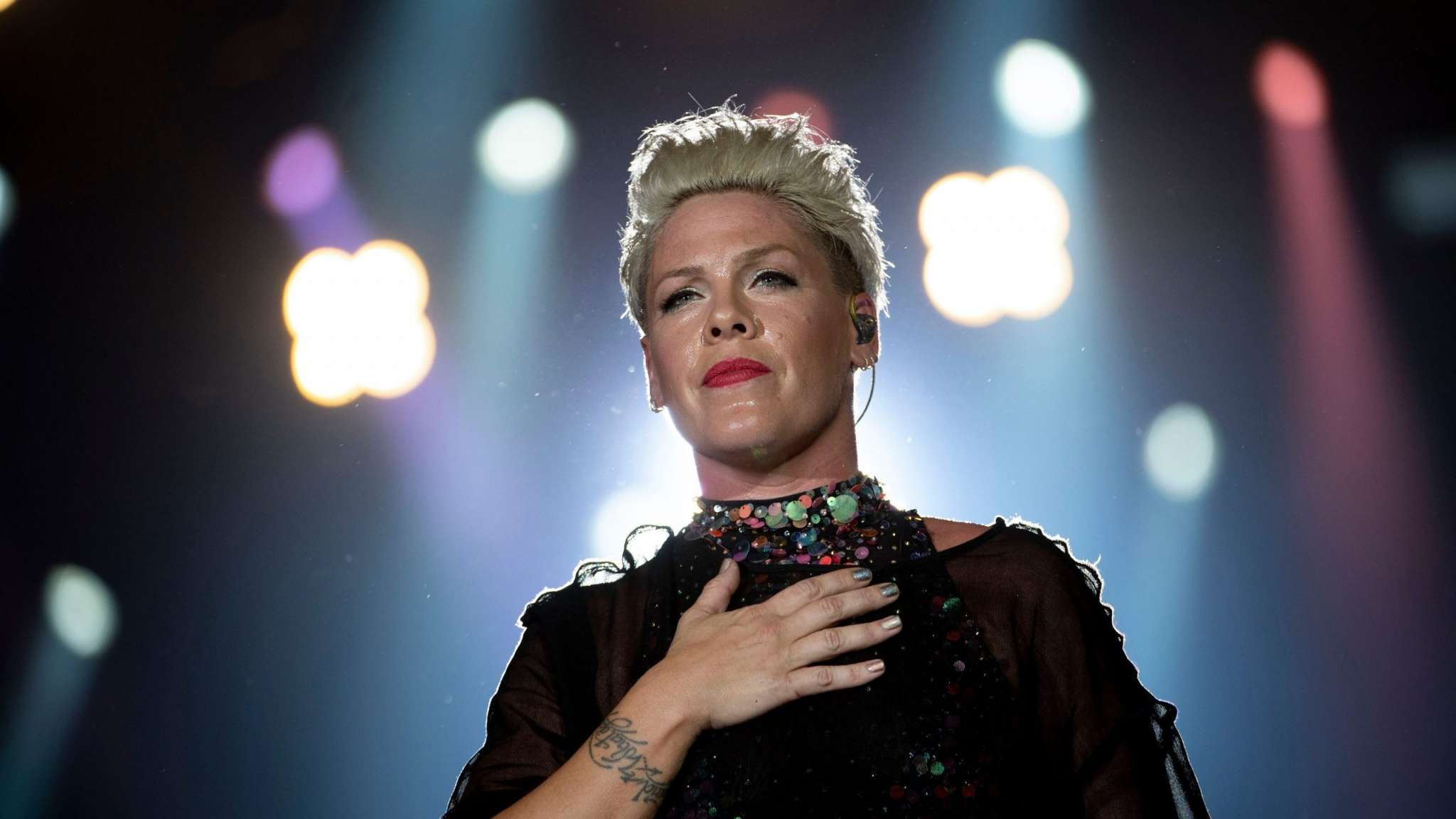 pink-says-she-feels-guilty-for-not-reaching-out-and-helping-britney-spears-more-in-the-past-after-watching-her-documentary