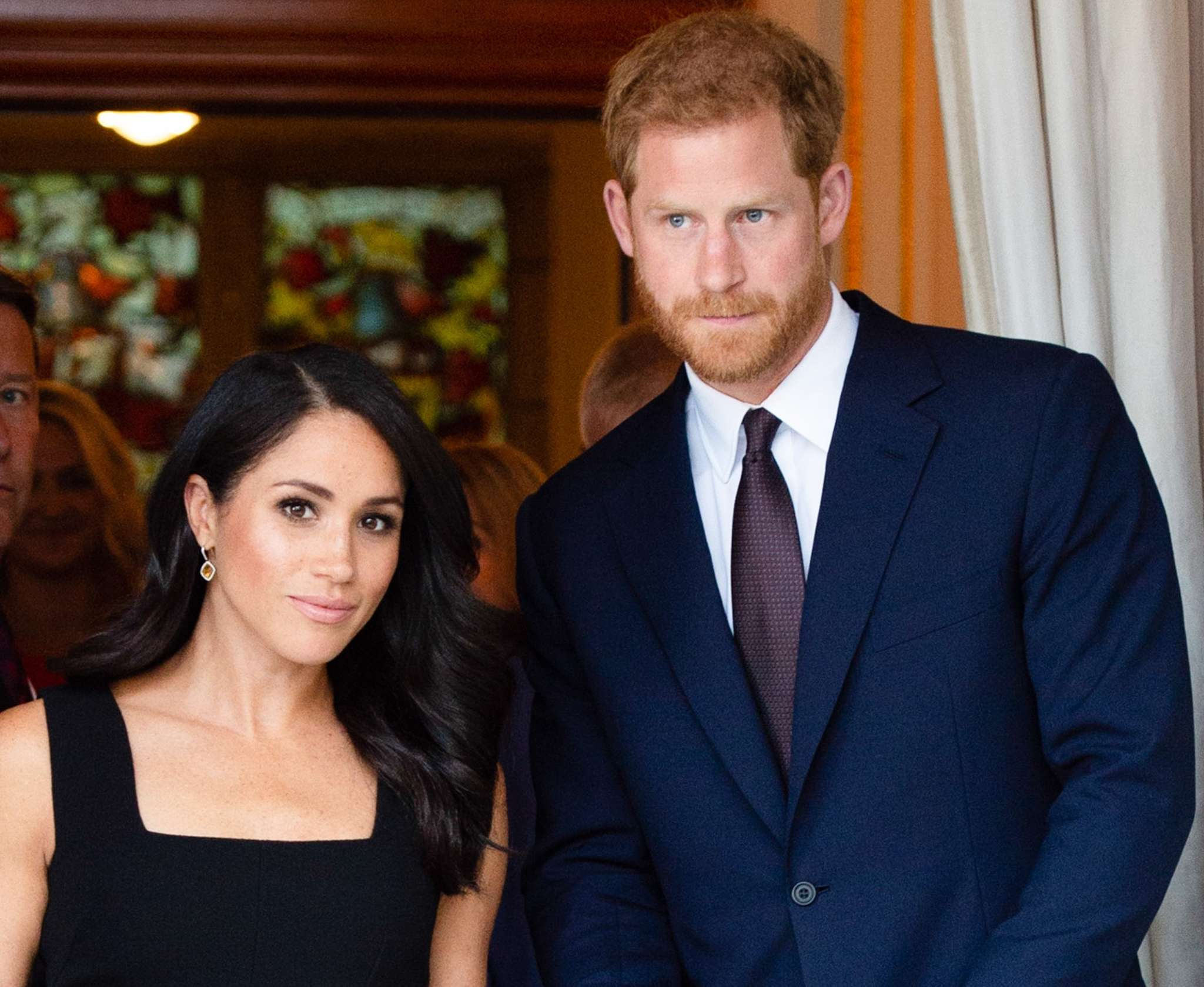 prince-harry-and-meghan-markle-reportedly-just-trying-to-keep-the-peace-with-the-royals-after-tumultuous-year