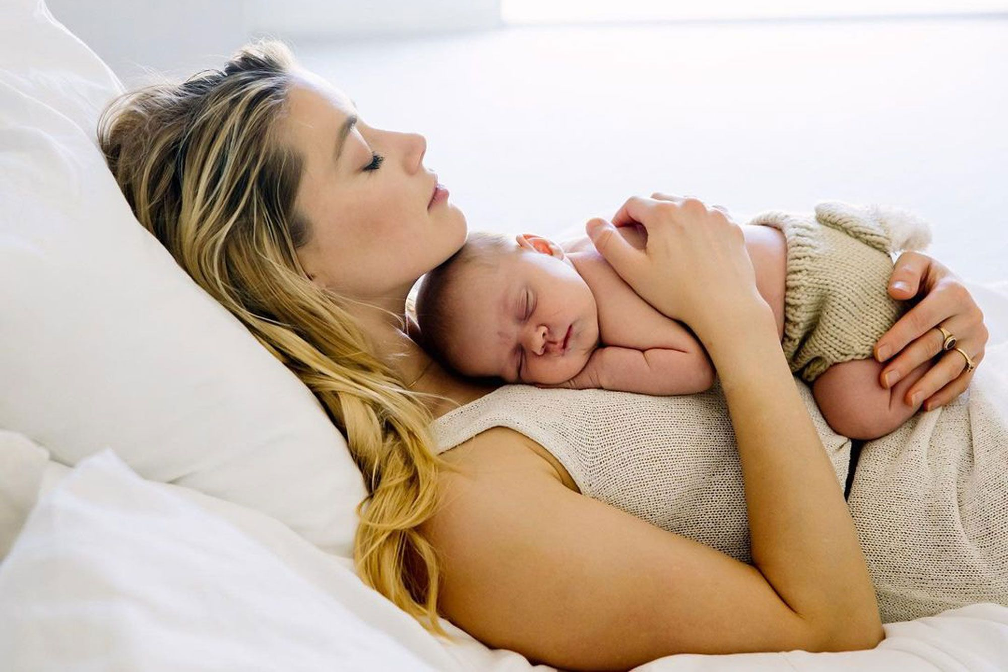 """""""amber-heard-reveals-she-had-a-baby-in-secret-check-out-the-pic"""""""