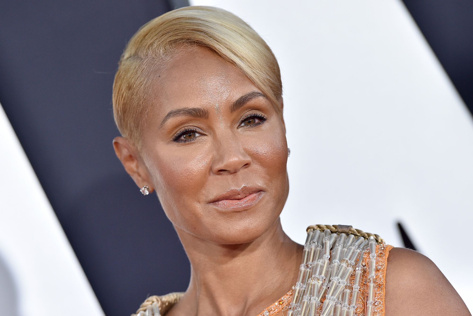 jada-pinkett-smith-posts-new-pic-of-her-shaved-head-and-fans-love-it