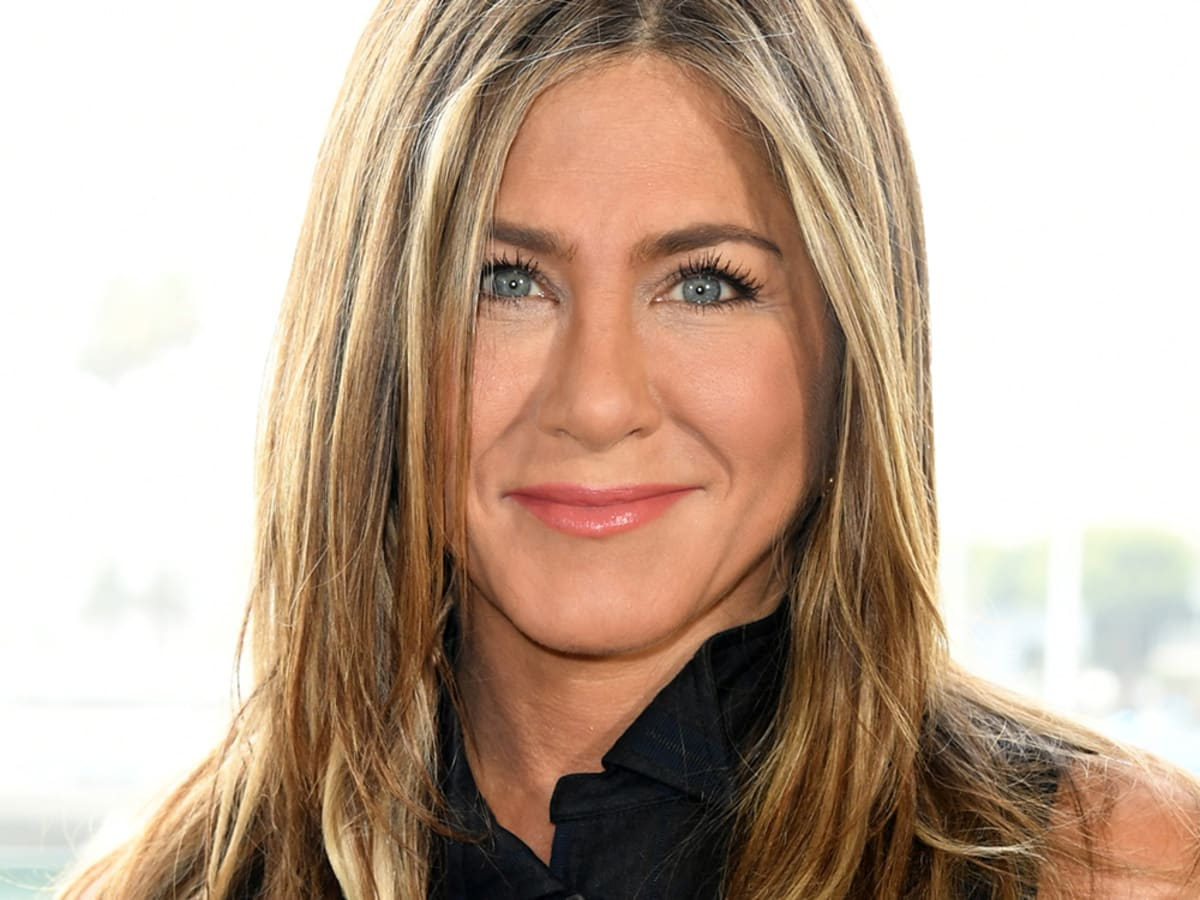 """""""jennifer-aniston-doppelganger-shocks-fans-with-how-much-she-looks-like-the-actress-in-tiktok-video"""""""
