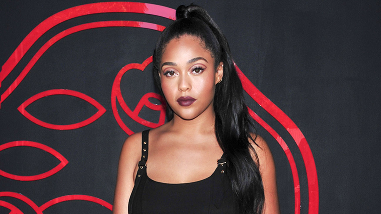jordyn-woods-loves-to-do-her-own-makeup-check-out-her-photo