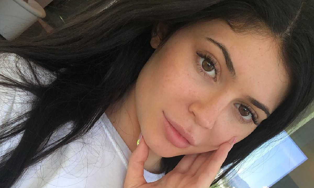 """""""kuwtk-kylie-jenner-looks-naturally-beautiful-with-no-makeup-on-and-all-sweaty-after-intense-workout-video"""""""