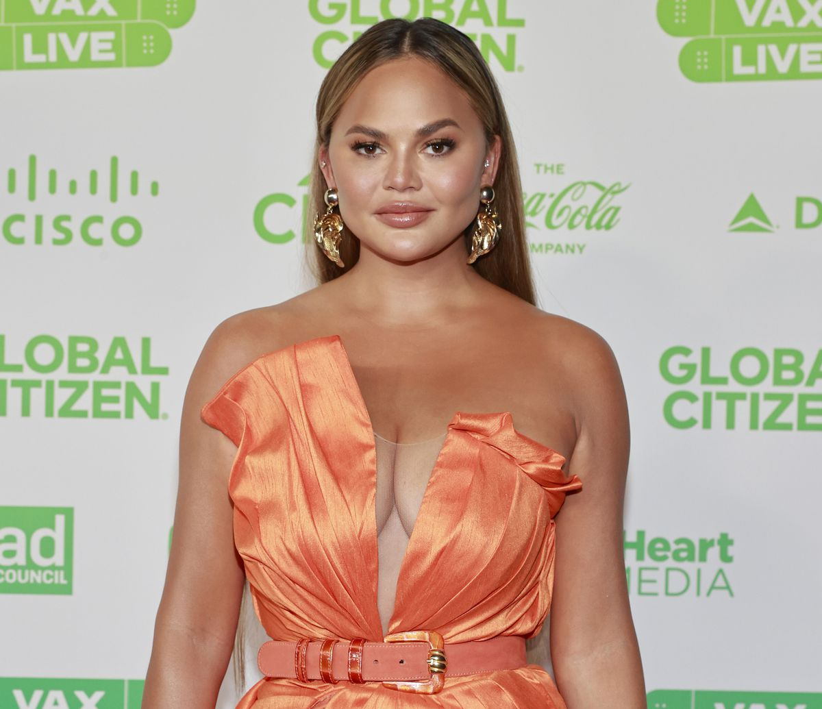 """""""chrissy-teigen-addresses-experiencing-depression-and-triggers-massive-interest-from-people"""""""