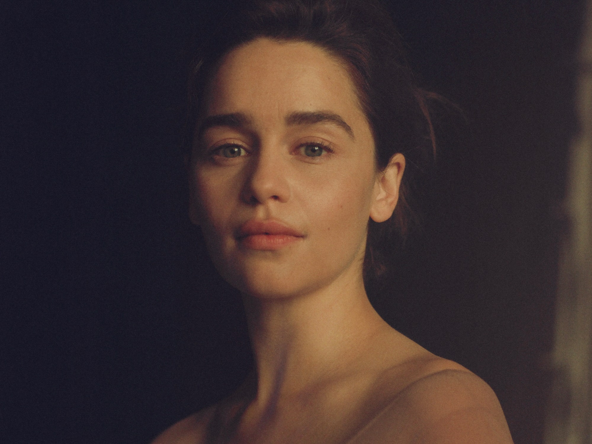 Game Of Thrones Star Emilia Clarke Reveals Her Thoughts On Plastic - emiliaclarke personalessay story