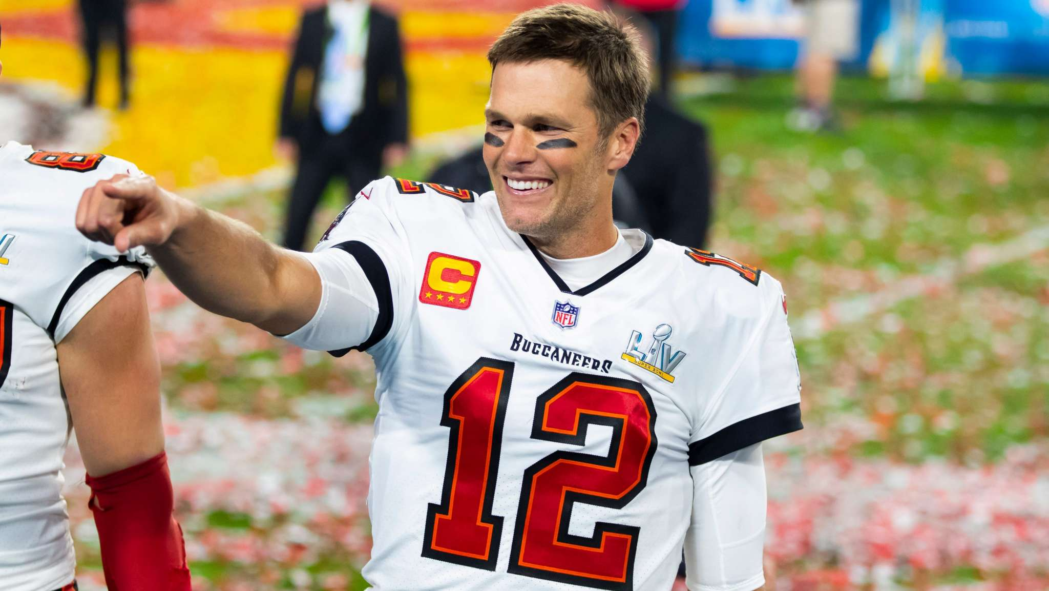 tom-brady-surpasses-drew-brees-and-becomes-the-nfls-leader-in-career-passing-yards